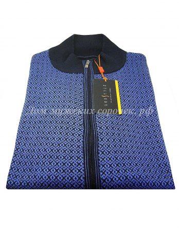 Синий свитер с высоким воротником, принт